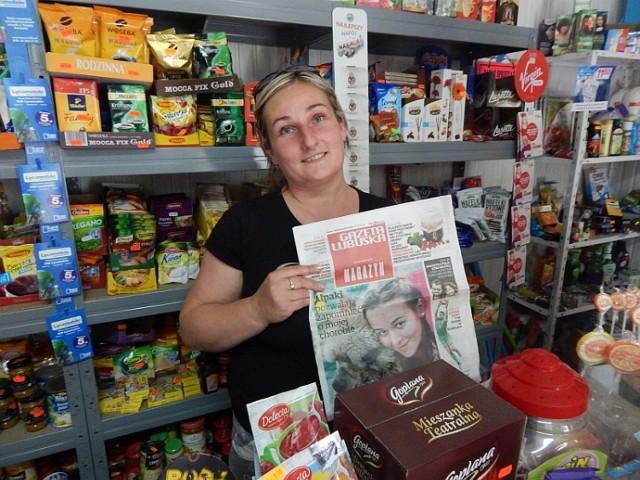 Pani Maria Łukomska prowadzi w Mozowie jeden z 3 sklepów ogólnospożywczych. Konkurencja spora jak na wieś liczącą blisko 400 mieszkańców