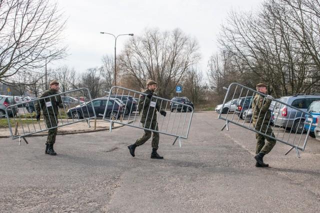 2Jednym z omawianych scenariuszy podczas wideokonferencji było zamknięcie Krotoszyna. Jak udało się nam nieoficjalnie ustalić, rząd nie zdecydował się na tak radykalne działanie.