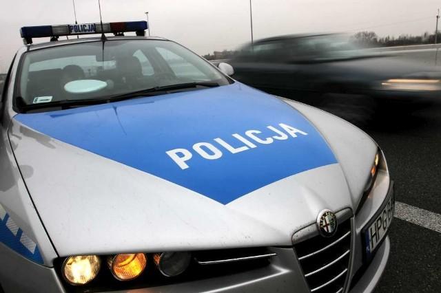 Policyjny pościg za pijanym 19-latkiem. Padły strzały