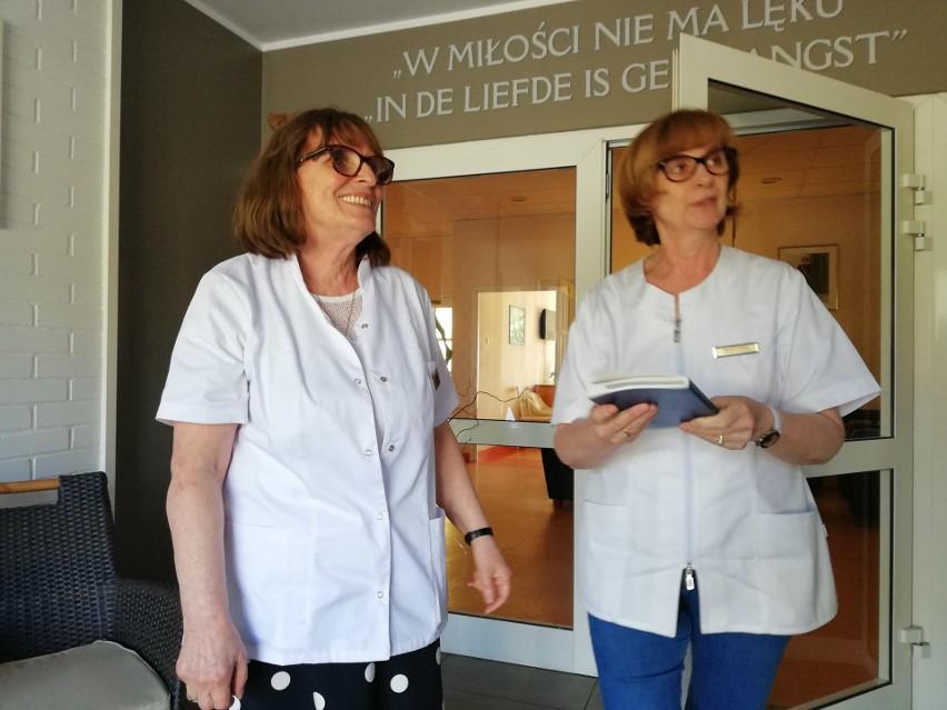 Reklamówka pełna pieniędzy znaleziona w słupskim hospicjum. W środku było 100 tys. i 2 tys. euro [zdjęcia]