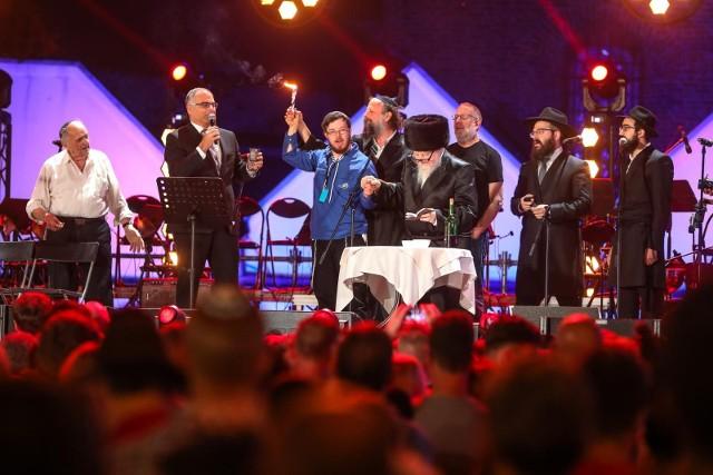 Festiwal Kultury żydowskiej Simchat Chajim, organizowany przez Stowarzyszenie Krotochwile, odbędzie się między w dniach 7-10 października w Buku, Poznaniu i Jarocinie.W tych dniach zaplanowano wiele warsztatów m.in. z wykonywania wycinanek żydowskich, tworzenia świec hawdalowych. Co więcej, odbędą się także wykłady przybliżające kulturę i tradycję tej społeczności, koncerty i spotkania autorskie z Mikołajem Grynbergiem i Piotrem Reszką.Harmonogram wydarzenia
