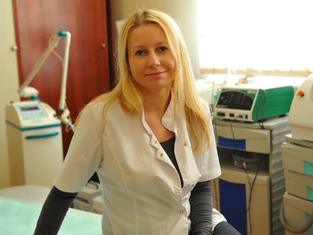 - Szyja, dekolt, ramiona, brzuch czy nogi, jeśli chodzi o zabiegi pielęgnacyjne, są przez większość kobiet traktowane po macoszemu - zauważa Ewa Mikuła, dermatolog z Centrum Dermatologii, Medycyny Estetycznej i Laseroterapii w Rzeszowie.