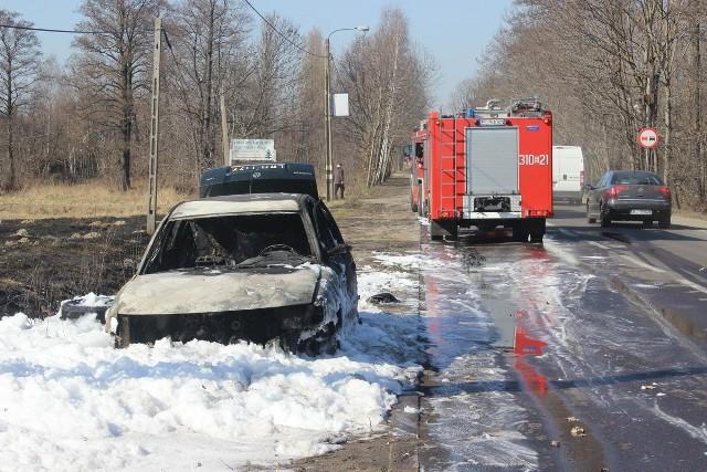 Pożar samochodu na Aleksandrowskiej w Łodzi
