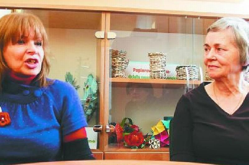 Zdaniem Teresy Spalińskiej (od lewej) i Alicji Kozłowskiej pozbywanie się mieszkania w zamian za dodatek do emerytury może być bardzo niekorzystne dla osób mających rodzinę