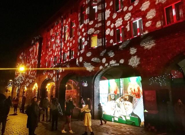 Nikiszowiec w Katowicach  został wspaniale oświetlony 6 grudnia 2020.Zobacz kolejne zdjęcia. Przesuwaj zdjęcia w prawo - naciśnij strzałkę lub przycisk NASTĘPNE