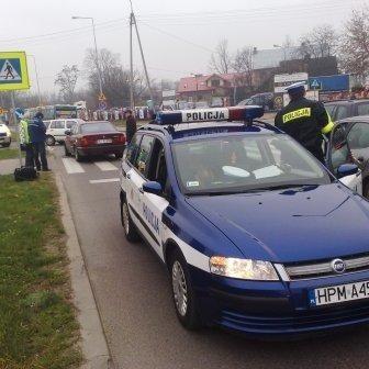 Na miejscu zdarzenia policja wyjaśniała przyczyny wypadku.