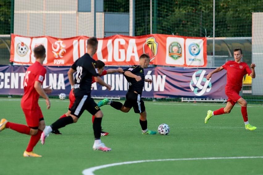 Jagiellonia Białystok przegrała u siebie 1:2 z Polonią Warszawa i mocno skomplikowała sobie walkę o czołowe lokaty w grupie A Centralnej Ligi Juniorów U-17.