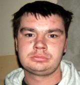 Policja w Piekarach Śląskich poszukuje Adriana Ostapowicza. Mężczyzna jest poszukiwany listem gończym. Został skazany za napad i pobicie