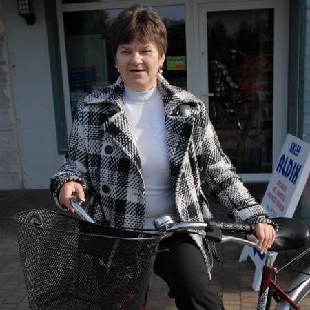 - Prawo jazdy nie jest mi potrzebne - deklaruje Helena Robaszewska. - Tam gdzie mogę, staram się dotrzeć na rowerze!