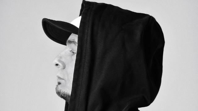 """Spięty, lider Lao Che: Nowa płyta """"Black Mental"""" już w sprzedaży. Artysta rapuje. Co dalej z zespołem Lao Che? [WYWIAD WIDEO]"""