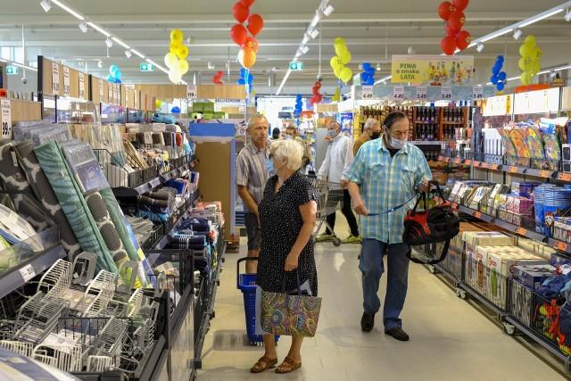 To żadna tajemnica, że usługi pocztowe nie są dominującą działalnością sieci handlowych, których sklepy są czynne przez siedem dni w tygodniu.