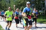 Bieg dla NIEzwykłego Bohatera w Katowicach Krystiana Jablońskiego: Tłumy biegaczy w Dolinie Trzech Stawów w akcji charytatywnej