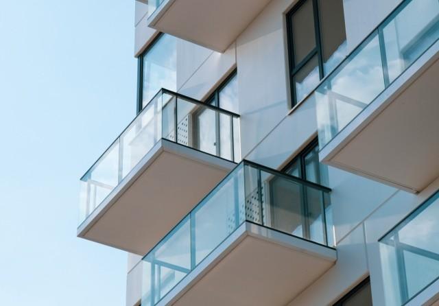 Szukasz mieszkania we Wrocławiu, a może dopiero się zastanawiasz, gdzie zamieszkać? Przeanalizowaliśmy kilkaset ofert sprzedaży mieszkań z rynku pierwotnego - tych najbardziej popularnych do 60 m.kw. W ten sposób powstało zestawienie najtańszych i najdroższych wrocławskich osiedli.Ranking został ułożony na bazie średniej ceny metra kwadratowego mieszkań sprzedawanych na rynku pierwotnym we Wrocławiu. Zobaczcie, gdzie są najtańsze, a gdzie najdroższe mieszkania w mieście.Sprawdź ceny posługując się klawiszami strzałek, myszką lub gestami.