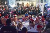 28. finał WOŚP. Stargardzki Klub Morsów Miedwianie miał dla orkiestry zimną kąpiel w basenie na Rynku Staromiejskim