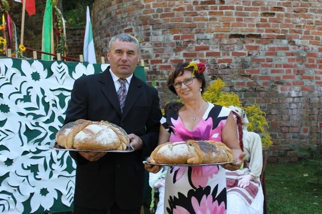 Starostowie dożynek Maria Kubiak i Andrzej Sowierszenko