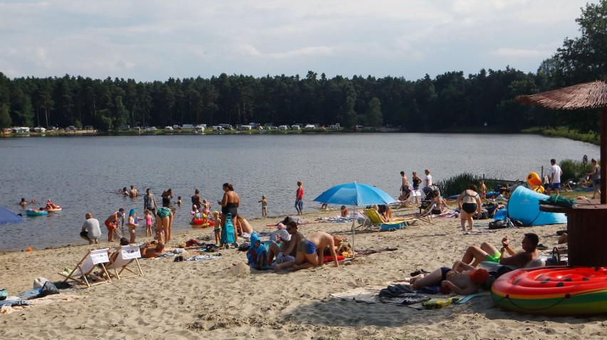 Pokazy drwali i słoneczna plaża nad Ożanną.