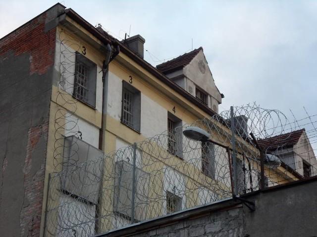 W sumie w ZK na terenie kraju przebywa 52. więźniów objętych obserwacją medyczną, a 3 jest w izolacji z potwierdzonym koronawirusem