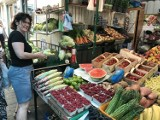 Ile trzeba zapłacić za warzywa i owoce w Chełmie? Sprawdziliśmy ceny na bazarze przy Placu Kupieckim - zobacz zdjęcia