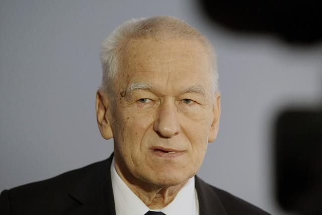 Kornel Morawiecki był działaczem opozycji antykomunistycznej w PRL, założycielem w 1982 r. i przewodniczącym Solidarności Walczącej. Obecnie jest posłem. Do Sejmu dostał się z list Kukiz'15. 14 kwietnia 2016 zrezygnował z członkostwa w klubie poselskim Kukiz'15 w związku z oddaniem za niego głosu przez posłankę Małgorzatę Zwiercan w głosowaniu nad wyborem sędziego Trybunału Konstytucyjnego i usunięciem jej z klubu. Założył koło Wolni i Solidarni
