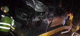 Pijana kobieta uderzyła autem w drzewo w Bukowcu. Wiozła broń i amunicję