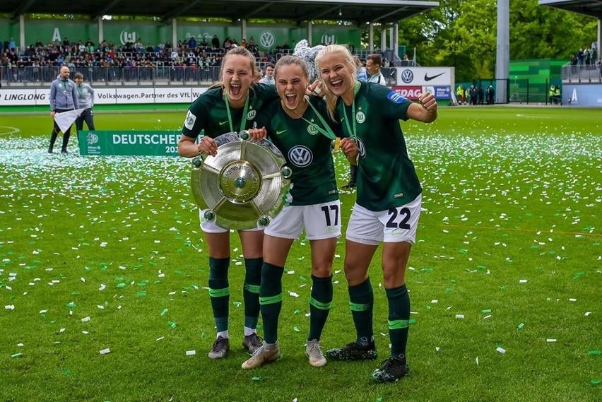 Ewa Pajor (z lewej) ze zdobycia mistrzowskiego tytułu w...