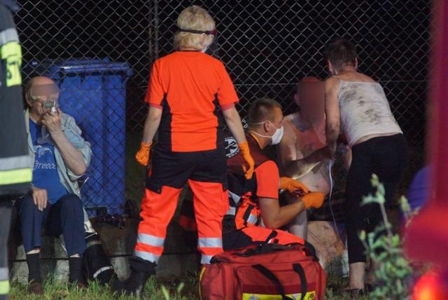 Po północy w budynku wielorodzinnym przy al. Wojska Polskiego w Kaliszu wybuchł pożar. W akcji gaśniczej uczestniczyło aż osiem zastępów strażackich. Z budynku ewakuowano kilkanaście osób.Zobacz więcej zdjęć ----->