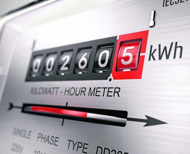 Prysły nadzieje, że w przyszłym roku ustawowo zostaną zamrożone ceny energii elektrycznej dla gospodarstw domowych. To oznacza, ze rachunki za prąd będą wyższe. Pytanie o ile?Rząd nie pracuje nad ustawą o zamrożeniu cen energii elektrycznej dla gospodarstw domowych. Poinformowała o tym Jadwiga Emilewicz, minister rozwoju. W rozmowie z portalem gazeta.pl dodała, że nie spodziewa się drastycznych podwyżek, tylko kilkuprocentowych.Co ciekawe jeszcze w październiku minister rozwoju mówiła, że z dużym prawdopodobieństwem można powiedzieć, że ceny prądu nie wzrosną dla konsumentów.CZYTAJ DALEJ >>>>>Zobacz także: Strzały w sądzie w Toruniu. Kto wyciągnął broń?