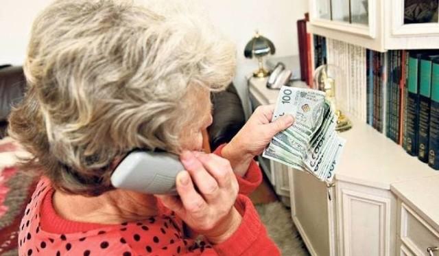 Osoby starsze i schorowane często stają się ofairami oszustów i naciągaczy