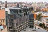 Nowoczesny biurowiec w centrum Bydgoszczy zyskuje blask