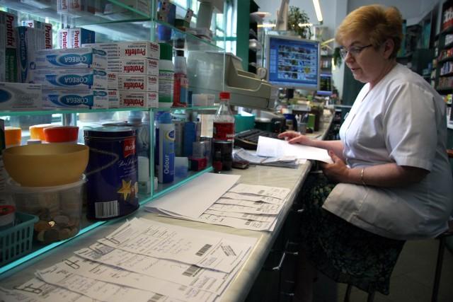 Leki są za drogie?Większość badanych, bo aż blisko 60 proc. zostawia w aptekach więcej niż 100 zł, a jedna czwarta - więcej niż 250 zł