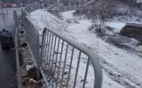 Trasa Aglomeracyjna w Zielonej Górze: nareszcie obok nowego ronda na ul. Zjednoczenia zainstalowano barierki i piesi przechodzą bezpiecznie