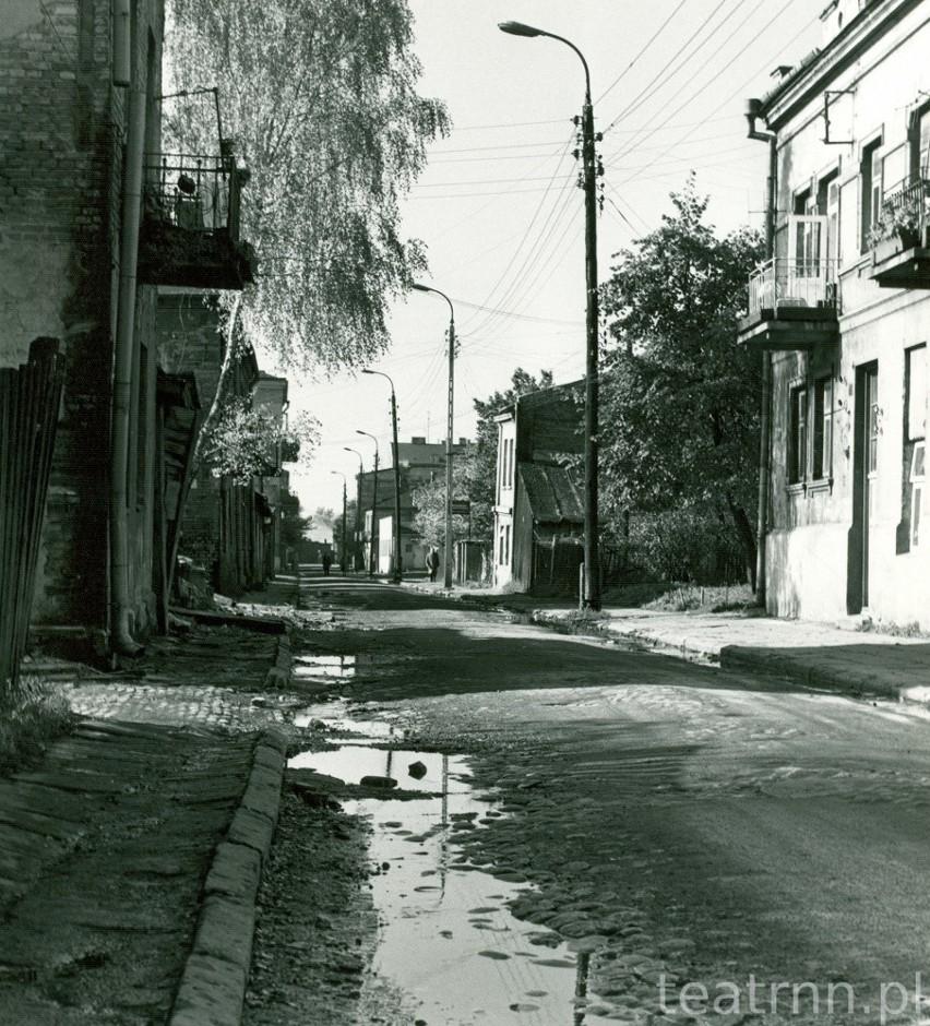 Ulica Przemysłowa, błoto, dziury w bruku i zaniedbane...