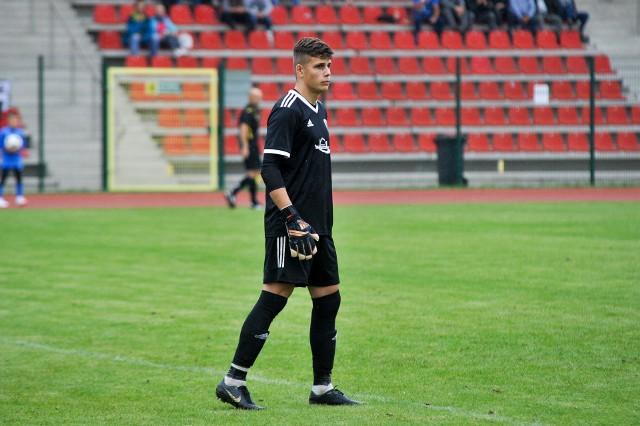 Bramkarz Ruchu Michał Bodys robił co mógł, ale Rekord i tak strzelił dwa gole.