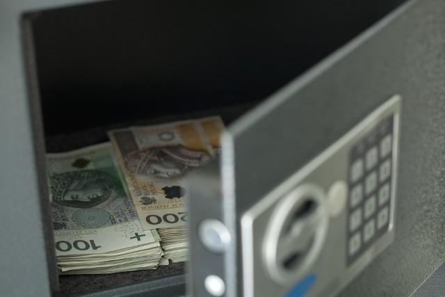 W czasie gdy posiadaczom oszczędności przydałyby się możliwości korzystnego ich lokowania, a firmom i gospodarce potrzeba dopływu kapitału, udział rodzimych inwestorów na polskim rynku akcji spadł do rekordowo niskiego poziomu.