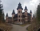 Zamek w Łapalicach ZDJĘCIA To pustostan jak z bajki... i miejsce z niezwykłą historią ZDJĘCIA