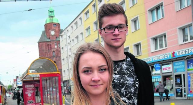 – Czekamy na nowe tramwaje, bo nasze są zdecydowanie za stare – mówią Joanna Wojtecka i Filip Dowhan, których spotkaliśmy na ul. Sikorskiego. Nowe torowisko będzie tu w przyszłym roku.
