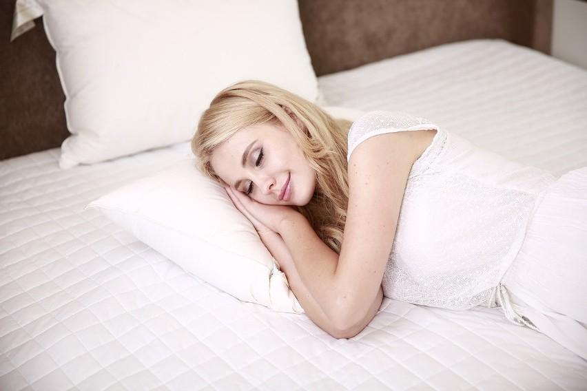 Problemy z zasypianiem mogą wynikać z nieodpowiedniej diety....