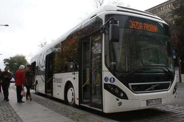 Do poniedziałku MZK testuje hybrydowe Volvo, ale nie jest pewne, czy akurat ten typu autobusu kupi urząd miasta.