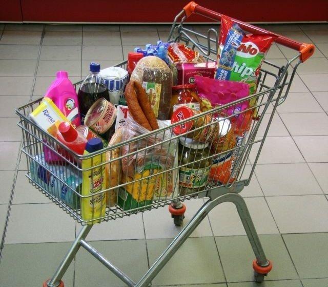 69c9e509c87298 Podsumowaliśmy wszystkie ceny i podliczyliśmy, ile kosztuje koszyk zakupów  w każdym z 24 odwiedzonych sklepów
