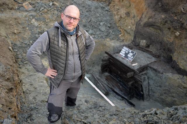 Archeolog Mirosław Mazurek.