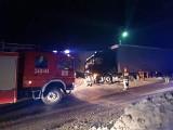DK 75. TIR wypadł w zaśnieżonej drogi do granicy ze Słowacją