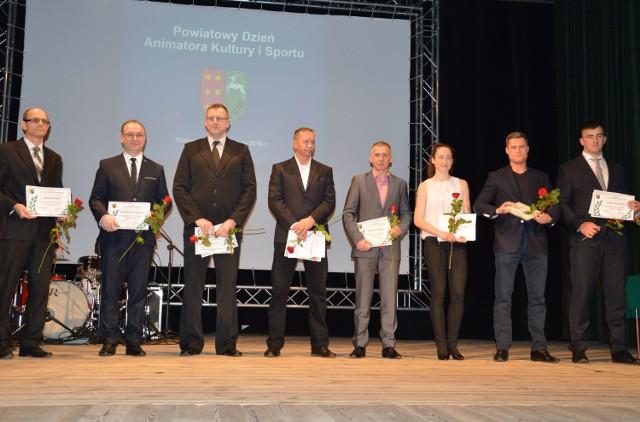 Od lewej Janusz Wrona, Adam Krotoszyński, Robert Grzyb, Zbigniew Głuchowski, Mirosław Barszcz, Oliwia Pakuła, Jakub Orzechowski, Bartłomiej Stój.