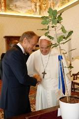 Donald Tusk z rodziną u papieża Franciszka. Prawa strona pyta, dlaczego... nie zabrał ze sobą Leszka Jażdżewskiego