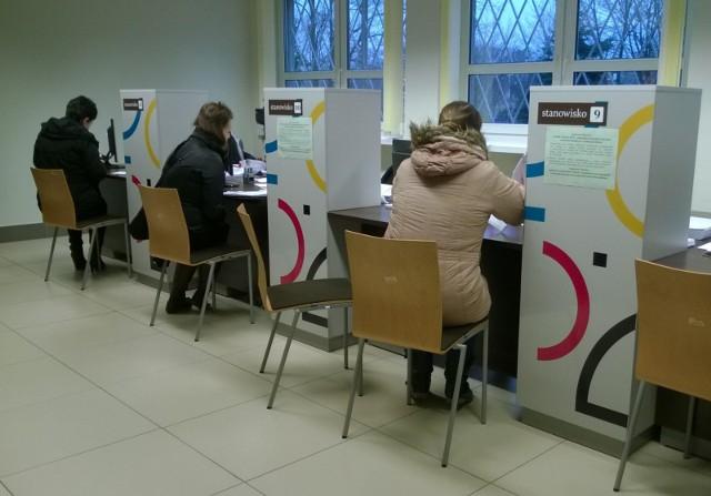 """Badanie """"Sprawiedliwość społeczna programu 500 plus"""" przeprowadził portal ciekaweliczby.pl. 53 proc. uważa za sprawiedliwe rozszerzenie programu na pierwsze dziecko."""