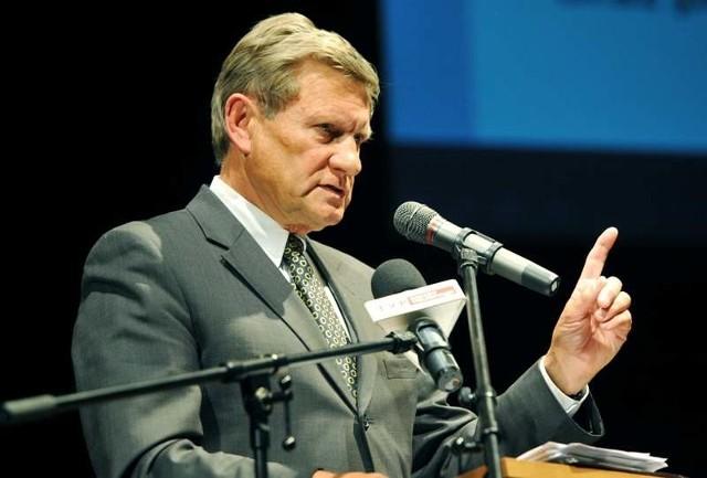 Leszek Balcerowicz, ma 65 lat, ekonomista, profesor Szkoły Głównej Handlowej (SGH) w Warszawie. Autor reform ekonomicznych w Polsce rozpoczętych po upadku komunizmu w 1989 r., były wicepremier i minister finansów, przewodniczący Unii Wolności w latach 1995-2000, od 2001 do 2007 prezes Narodowego Banku Polskiego. W poniedziałek był gościem finałowej gali konkursu Lubuski Lider Biznesu w Gorzowie.