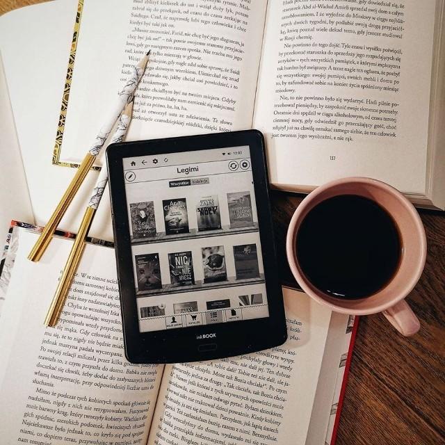 Użytkownik może czytać książki na maksymalnie dwóch urządzeniach jednocześnie: czytniku, tablecie, smartfonie lub komputerze