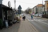 Poznań: Kierowcy na Naramowicach nie mają gdzie parkować, więc blokują przejazd innym