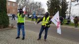 """Protest pod dyrekcją Grupy Azoty ZAK S.A. Pracownicy nie dostali karpiowego. """"Ludzie są wściekli"""", """"To skandal"""" - słychać wśród załogi"""