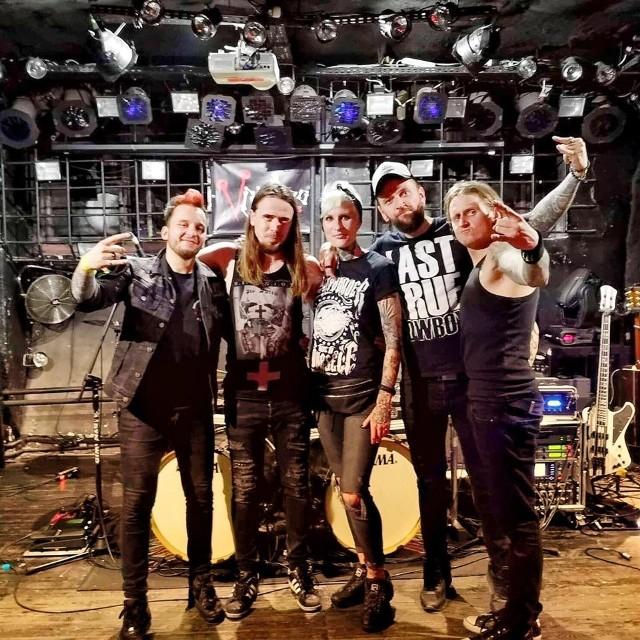 """Gwiazda wieczoru wystąpi zespół The Sixpounder w ramach trasy """"Killer King 2019 Tour""""."""
