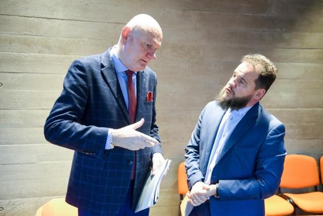 Perspektywa prawie żabia: prezydent Torunia Michał Zaleski i Kazimierz Suwała, dyrektor Europejskiego Centrum Filmowego Camerimage